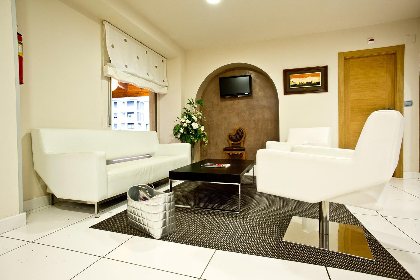 hotel-las-olas-noja-recepcion-3